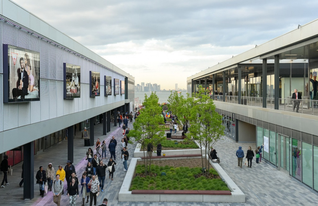 Empire Outlets, New York